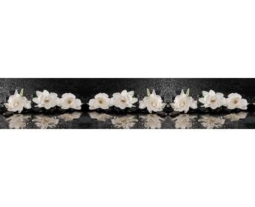 Фартук - белые цветы на черных камнях дзен